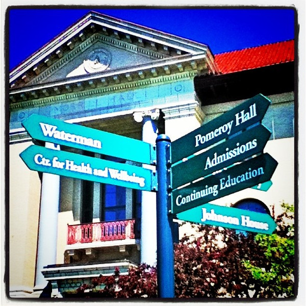 Which way? #btv #VT #signs #uvm #architecture