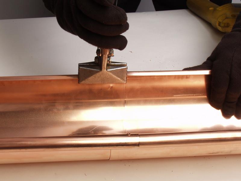 "Using hand seamers, clamp the flange shut.  <a href=""http://www.abraingutters.com"">http://www.abraingutters.com</a>"