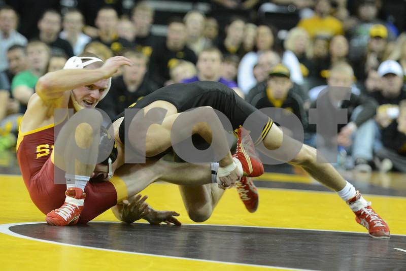 #1 Iowa 28 vs #15 Iowa State 8<br /> 125 — Thomas Gilman (I) dec. Kyle Larson, 6-1