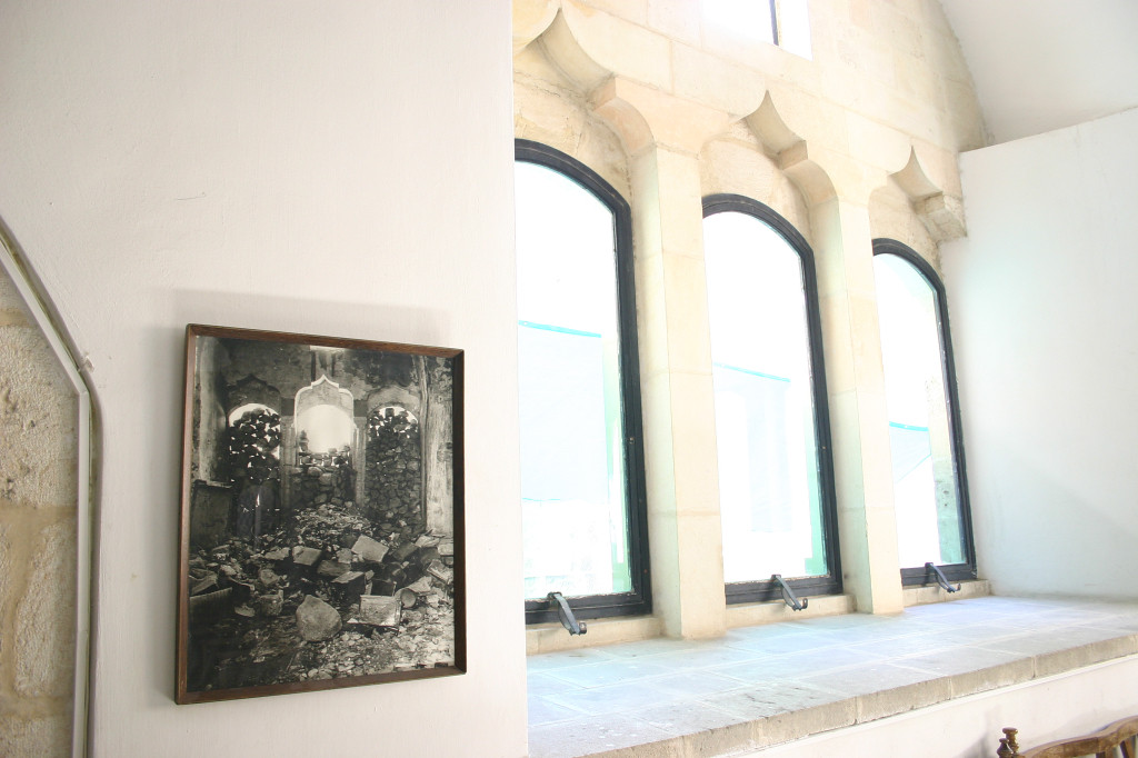 The Jewish Quarter of the Old City was demolished by the Jordanians in 1948. Since 1967, the quarter  has been rebuilt. This synagogue was restored- the photo on the left was how it was found by the Israelis in '67