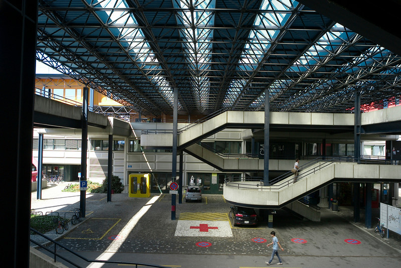 circulation - open and under cover at Lausanne
