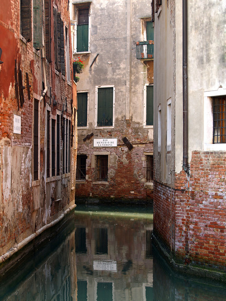 Rio De S Anzolo is one of hundreds of <br /> Venice's many canals that thread there<br />  way through this ancient city