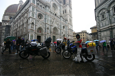 Comedy moment, as we have to push the bikes through the Piazza, past il Duomo, to the hotel as it is a pedestrianised area. It's wet, we're soaked, and bloody hot!
