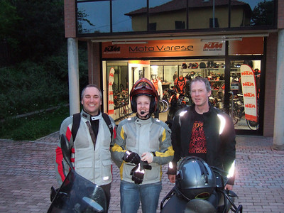 Trip down to MotoVarese while Jack's at work. They fix a mechanical problem on Em's bike (we didn't even know we had) - gulp!!