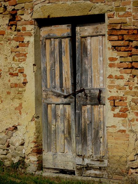 Old door, Borgo Poneta Italy