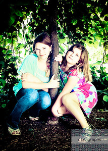 Girls Framed by Tree Full art tinti-