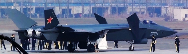 An interesting view of the J-20 showing an impressive amount of canard deflection