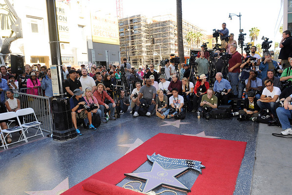 Hollywood Ca: Oscar Winning Actress/Grammy Artist Jennifer Hudson was Honored with A Star on The Hollywood Walk Of Fame. She received the 2,512 Star  in the category of Recording on November 13, 2013 at  6262 Hollywood  Blvd W Hollywood Hotel in West Hollywood California.  Valerie Goodloe