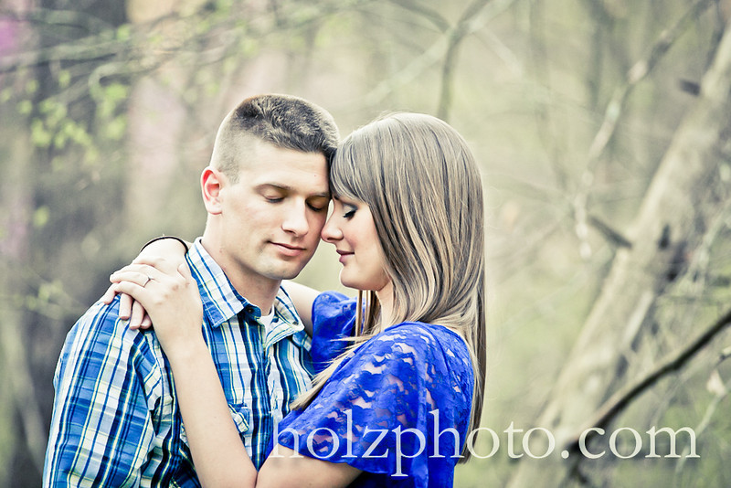 IMAGE: http://www.holzphotoclient.com/Other/Jackie-and-Greg-engagment/i-LC5CnBL/0/L/G65C0976crtv1-L.jpg