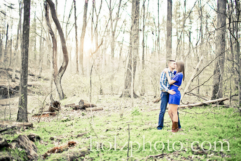 IMAGE: http://www.holzphotoclient.com/Other/Jackie-and-Greg-engagment/i-VSX63VW/0/L/G65C0954crtv1-L.jpg