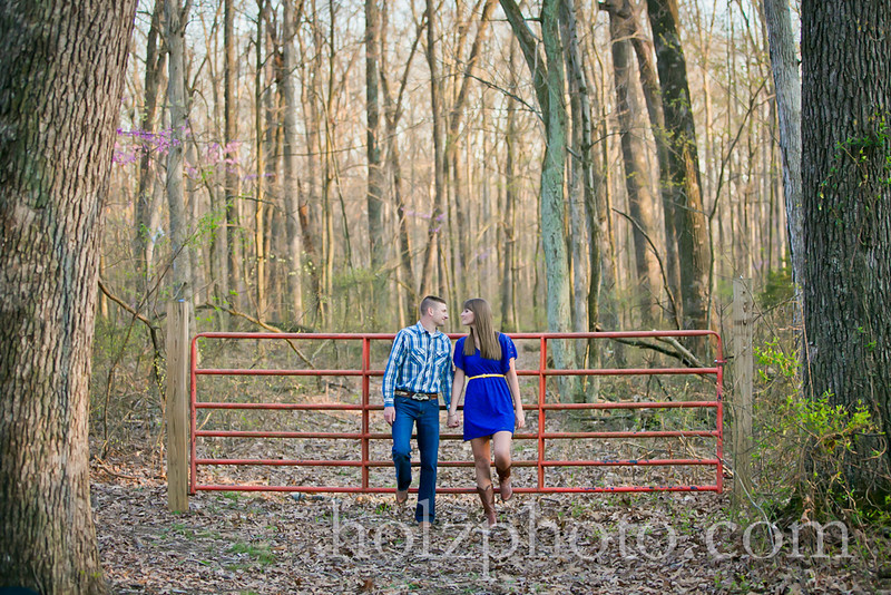 IMAGE: http://www.holzphotoclient.com/Other/Jackie-and-Greg-engagment/i-qt4454w/0/L/G65C1035-L.jpg