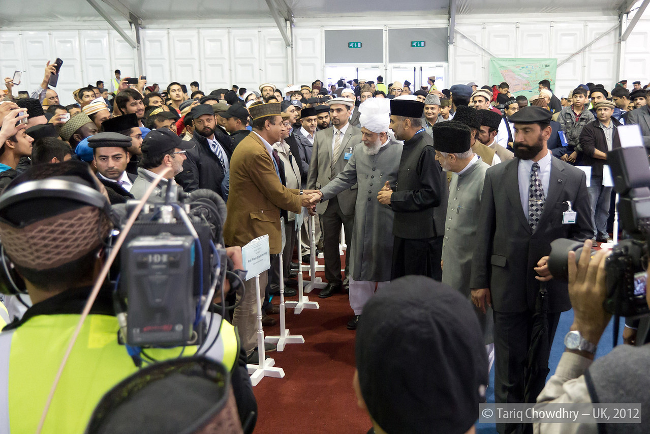 IMG_0865 – Hudhur Aqdas (atba) greeting some of the senior officials of various departments.
