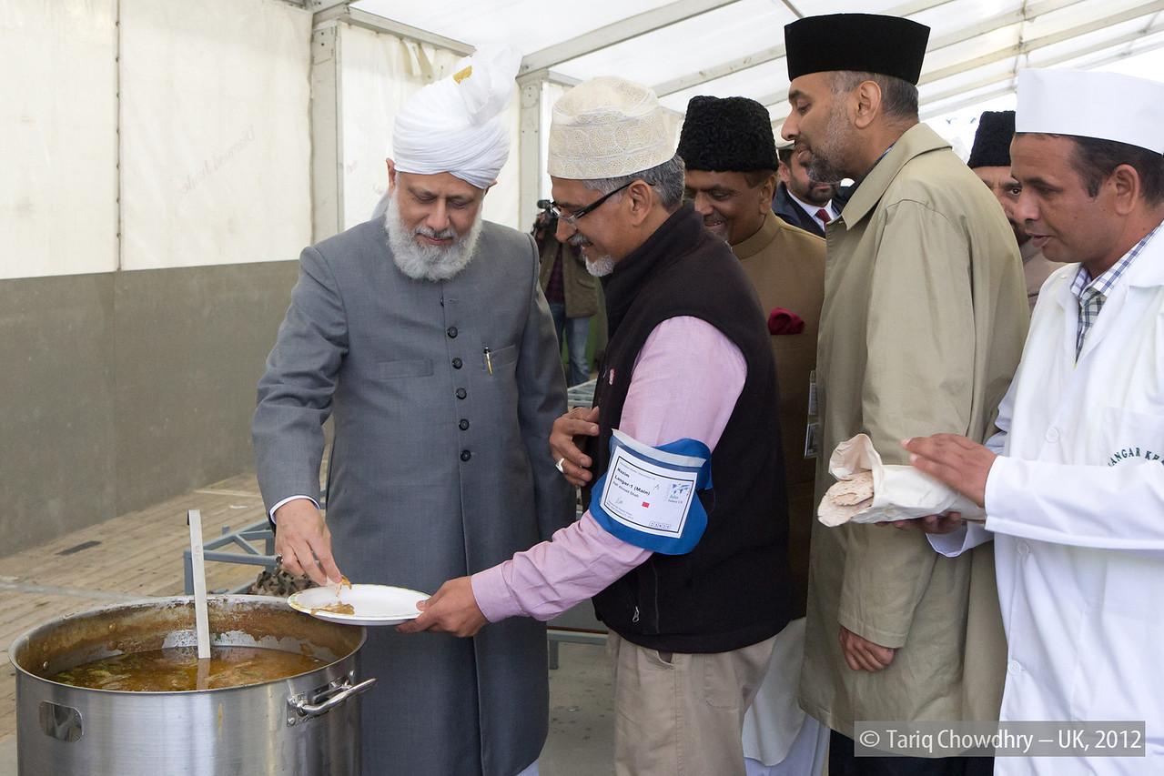 IMG_0816 – Hudhur Aqdas (atba) at the inspection at Hadeeqatul Mahdi.