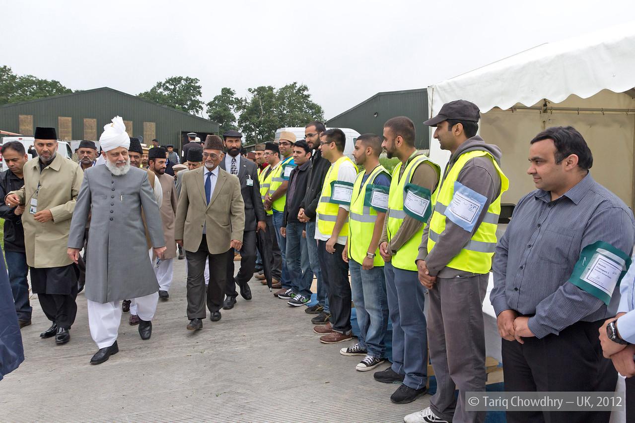 IMG_0769 – Hudhur Aqdas (atba) at the inspection at Hadeeqatul Mahdi.