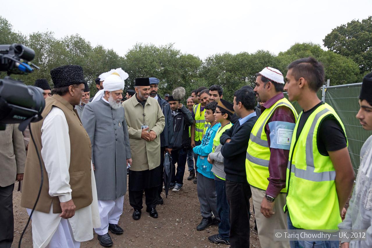 IMG_0783 – Hudhur Aqdas (atba) at the inspection at Hadeeqatul Mahdi.
