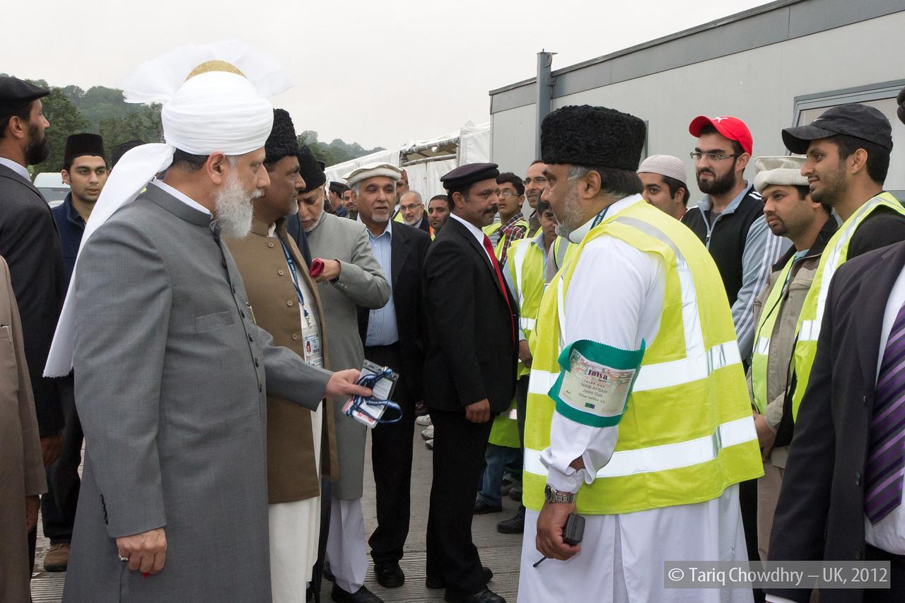 IMG_0855 – Hudhur Aqdas (atba) at the inspection at Hadeeqatul Mahdi.