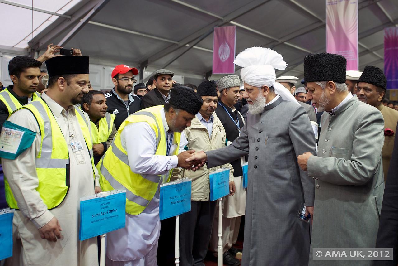 Hudhur Aqdas (atba) meeting members of MTA UK