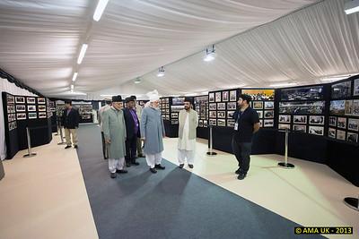 IA6_7931 Huzur (aba) inspecting the Makhan-e-Tasaweer marquee.