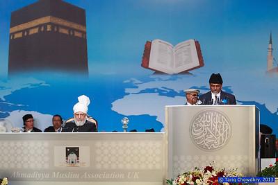 Jalsa Salana Day 3_TCho-3226 Rafiq Hayat, National Amir UK, addressing the gathering in the presence of Huzur(aba)