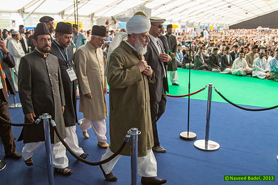 Jalsa Salana 2013-51 Huzur's (aba) arrival for the International Bai'at.