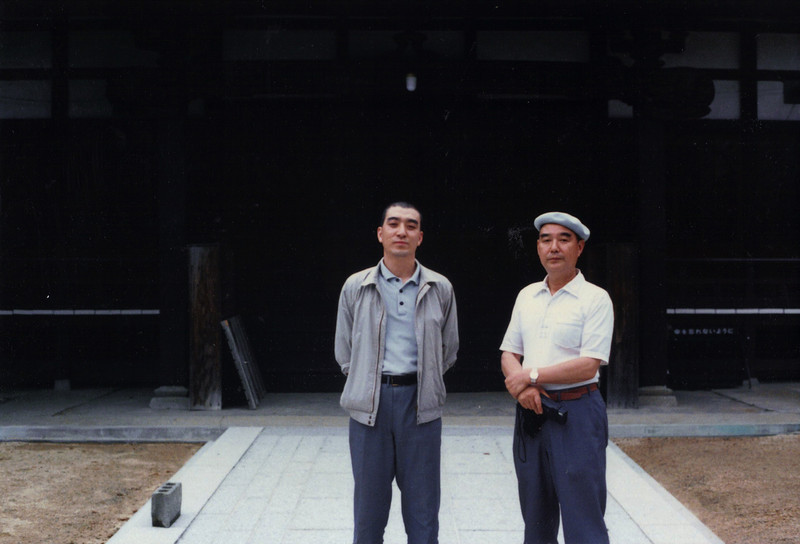 Here are Priests Makino Eizan (left) and his uncle Makino Bunmyo. They resided at Jigen-ji.