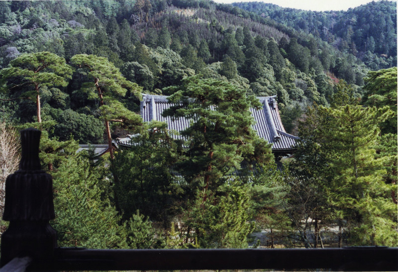 This is Nanzen-ji's Kondo (Golden Hall), seen from the balcony of its Mountain Gate. It must be beautiful in autumn.