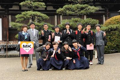 Des lycéens en visite à Kyoto.