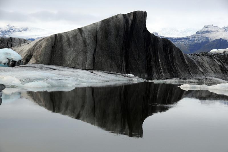 DSC_7565 - 2009-11-01 at 12-21-20. Glacial lagoon at Jokulsarlon.