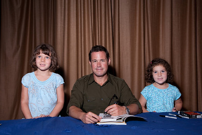 Addie (L age 7) and Emma (R age 5) Robinson meet with Jeff Corwin. (photo released)