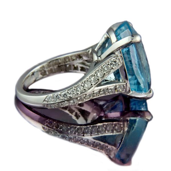 """Nemo""  Oval aquamarine engagement ring"