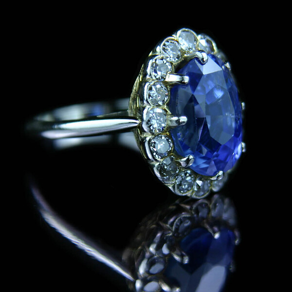 5ct Sapphire with brilliant cut diamond ring