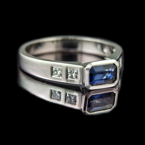 Smooth Sapphire engagement ring with princess cut diamonds