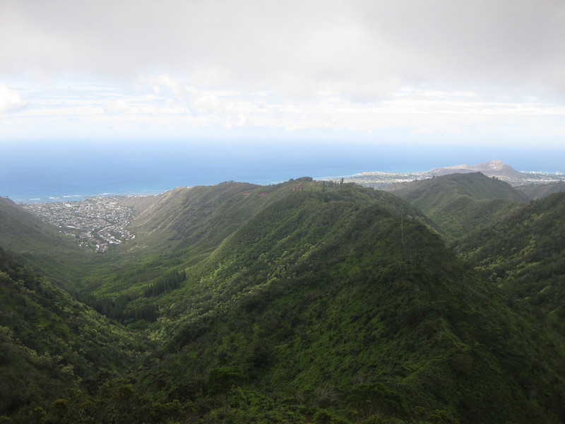 Looking down Wiliwili Nui Ridge with Aina Haina Valley to the left and Diamond Head in the distance on the right.