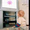 TA17.18 m581 / Choice 5 of 7 / Child watching tv