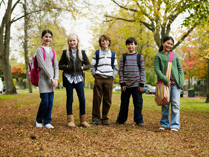 TA16.1 m517 / Choice 10 of 10 / Group of young students wearing backpacks