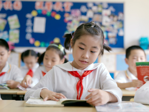 TA17.1 m556 / Choice 6 of 10 / A classroom of young students reading a lesson from their textbook.<br /> <br /> MR_CHINA_SchoolKids_0012.jpg