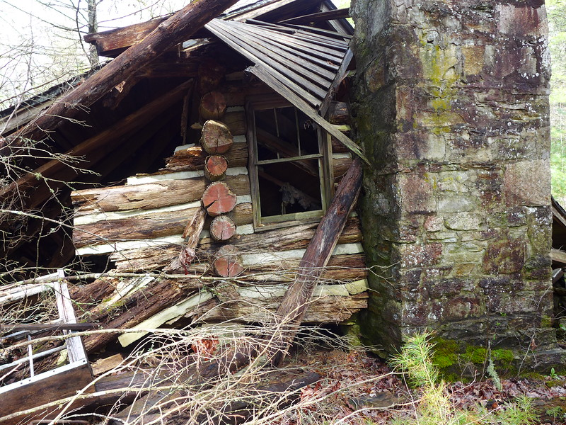 An old log home