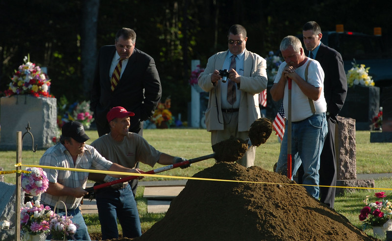 Grindstone Road Cemetery workers shovel dirt form murder victim Joyce McLain's grave in Medway as funeral home personnel , and State Police detectives watch on Thursday, August, 28, 2008.(Bangor Daily News/Kevin Bennett)