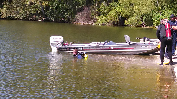 Divers at Shadyside Lake assisting with truck and boat trailer recovery.<br /> <br /> Photographer's Name: Debbie Summers<br /> Photographer's City and State: Anderson, Ind.