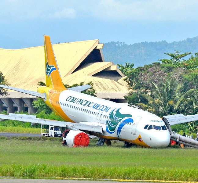 Cebu Pacific airplane overshoots the runway in Davao airport