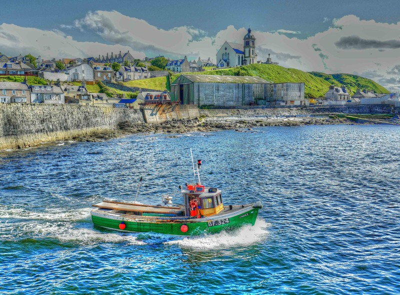The crab / lobster boat Chance leaves Macduff Harbour on 19th June 2017