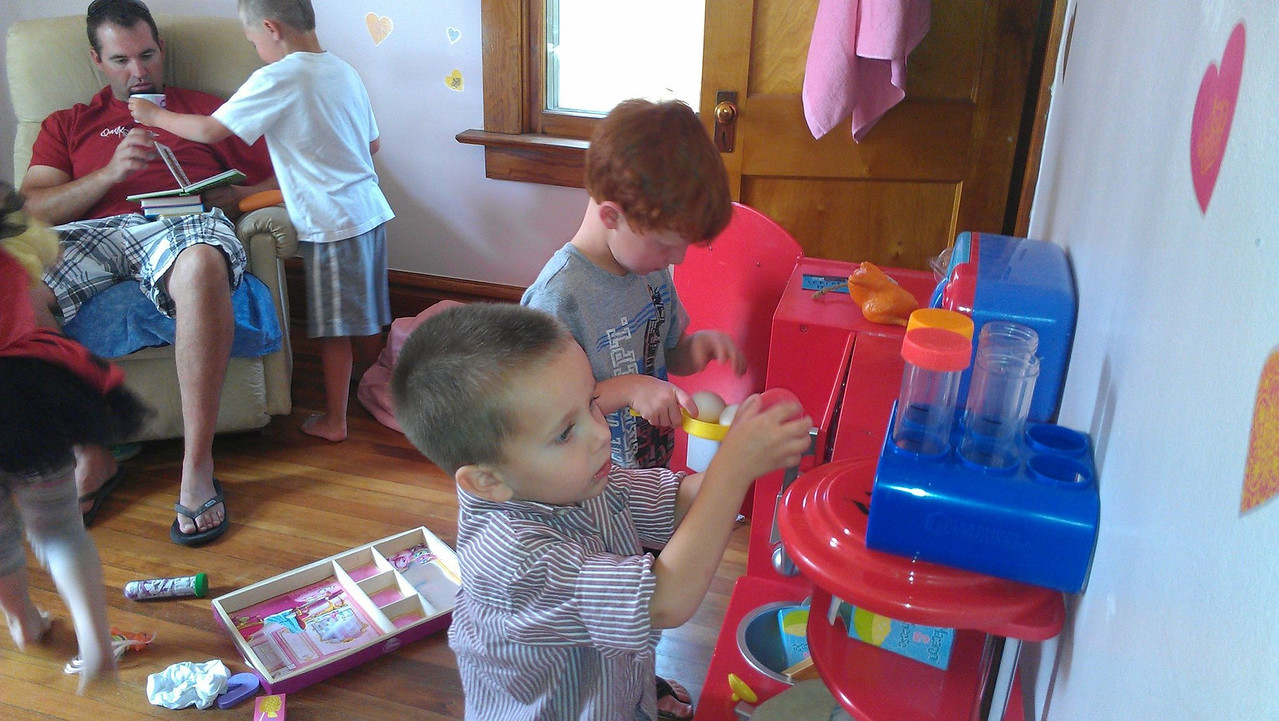Kids playing in Pascale's room