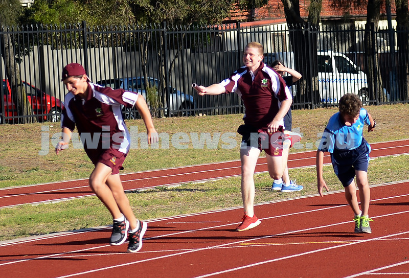 jnr carnival 2013. Qld passing the baton in the relay. Sydney. photo: Henry benjamin.