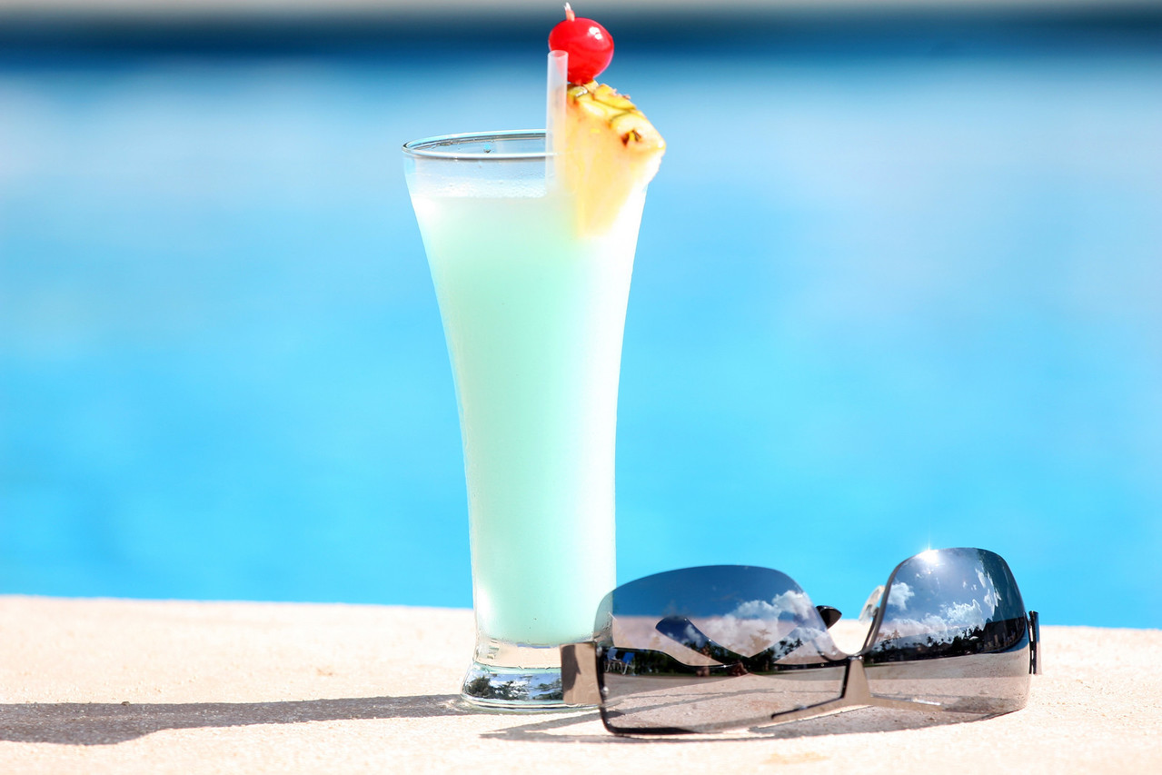 fresh cocktail and sunglasses on the sun