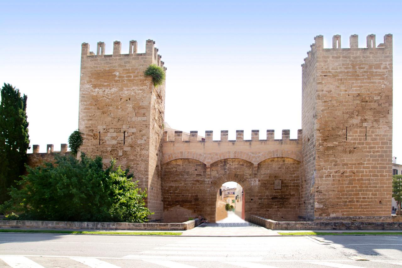 Alcudia puerta de la muralla Mallorca castle