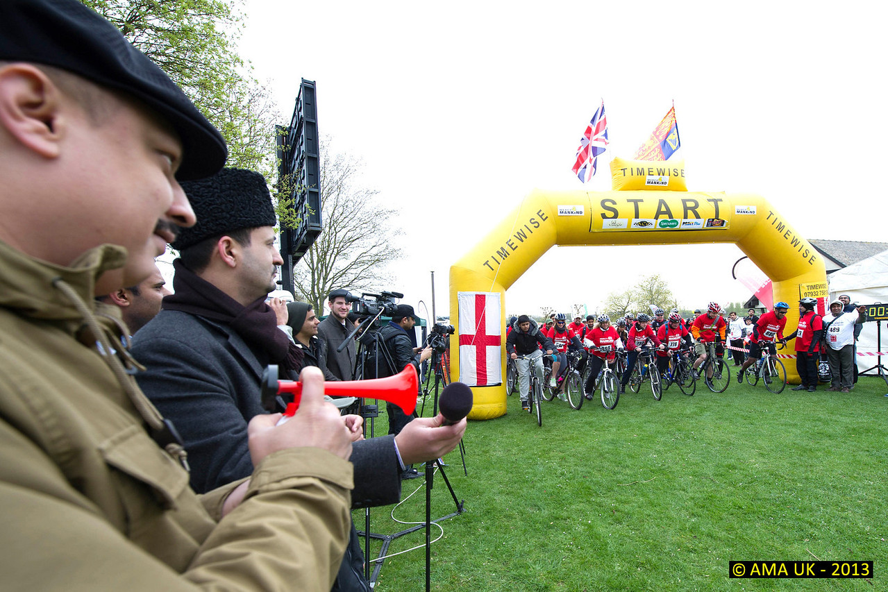 National President of the Youth Association, Mr Mirza Waqas Ahmad, sounds the horn for the start the the Bikeathon.