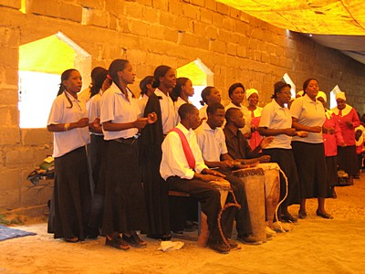 kalomo_choir_in_new_church_with_yellow_tarpaulin_roof