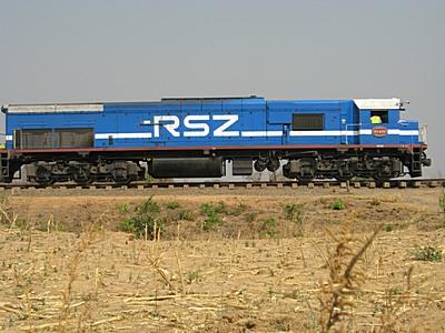 train_travelling_through_zimba