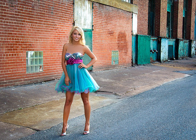 Tina in Teal Alley Full-