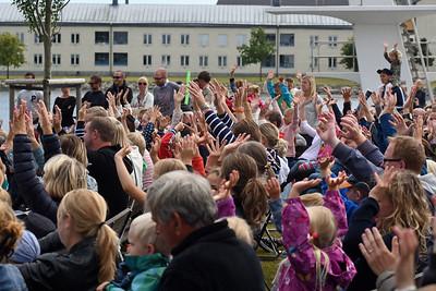 stor cirkuspublik på Stumholmen